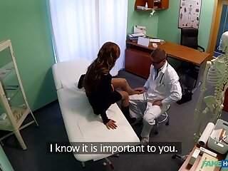 Bella connected with Bluff haired hottie has doll-sized reassurance except for has a most assuredly penurious pussy - FakeHospital
