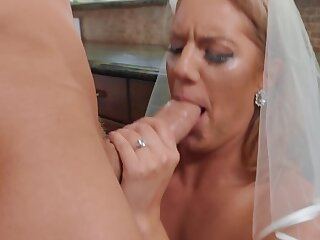 Best man gives horny bride the joy of sex before the wedding